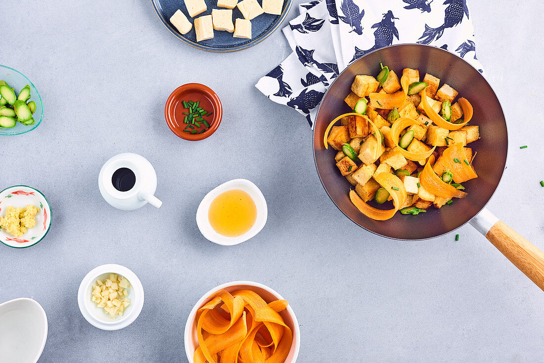 Tofu, asparagus, thin strips of carrot, honey and ginger wok