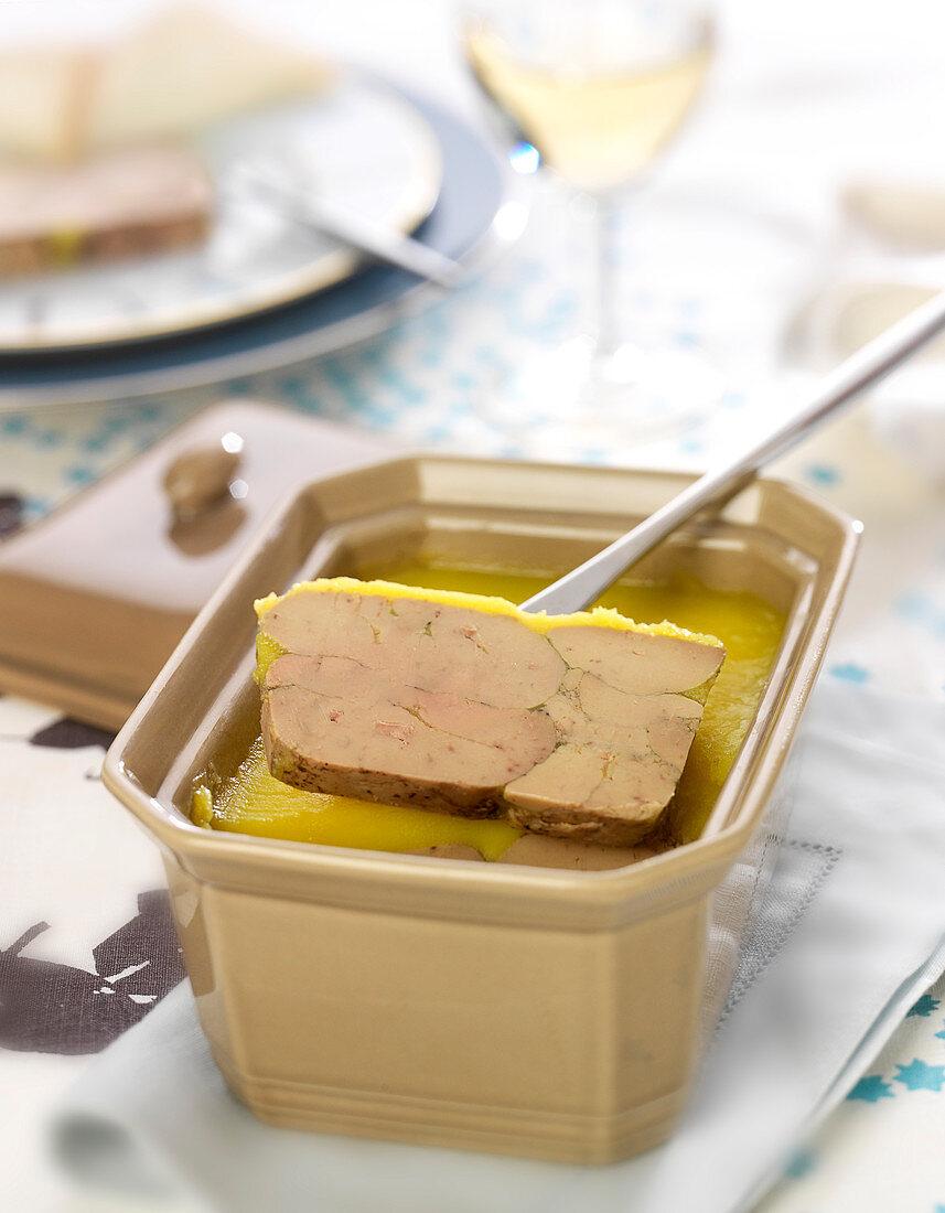 Foie-Gras-Terrine mit Portwein, Armagnac und Gewürzen
