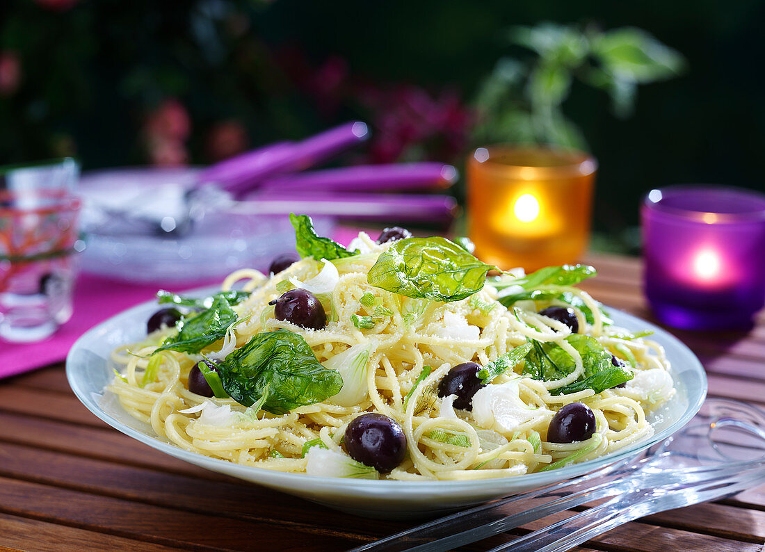 Spaghettis with fried basil, black olives and spring onions
