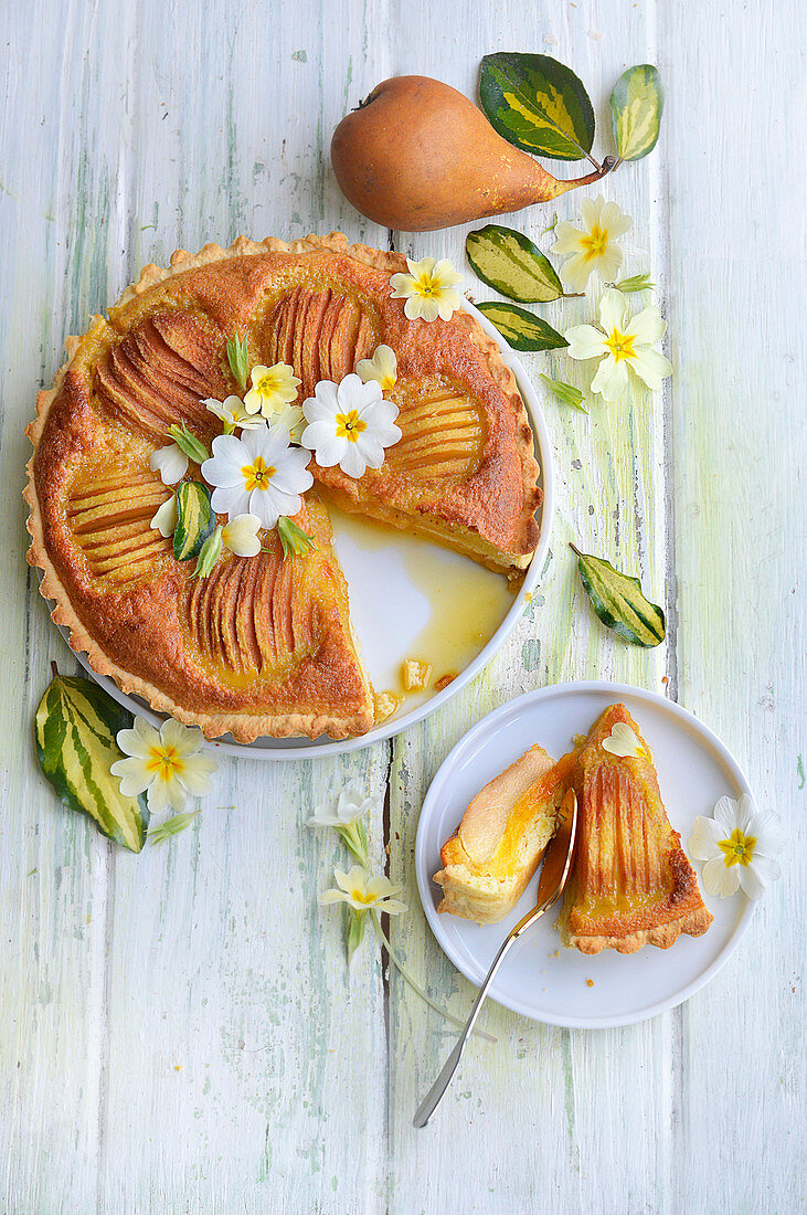 Almond and pear pie