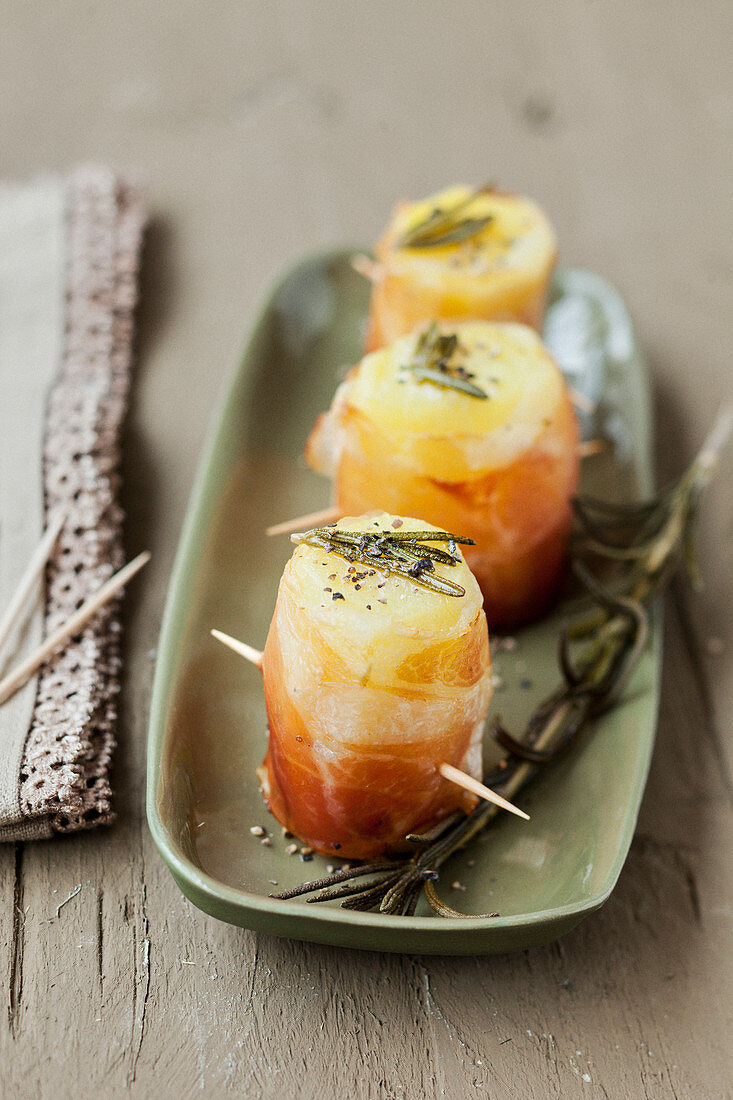 Raw ham and Comté cheese rolls with rosemary