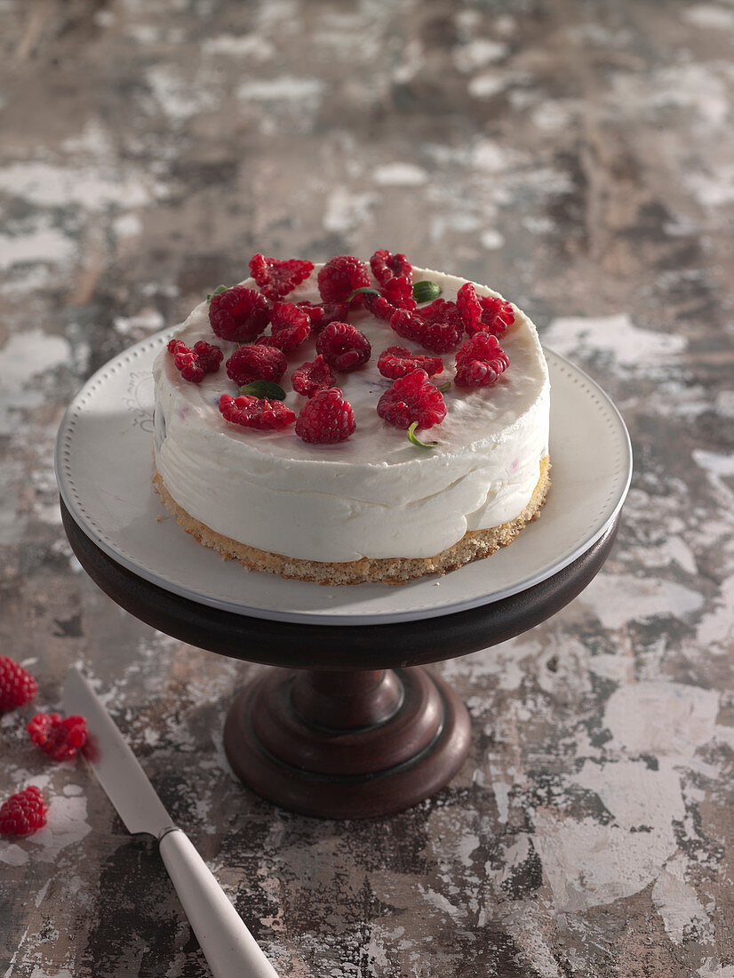Cheesecake-Style Whipped Cream And Raspberry Cake