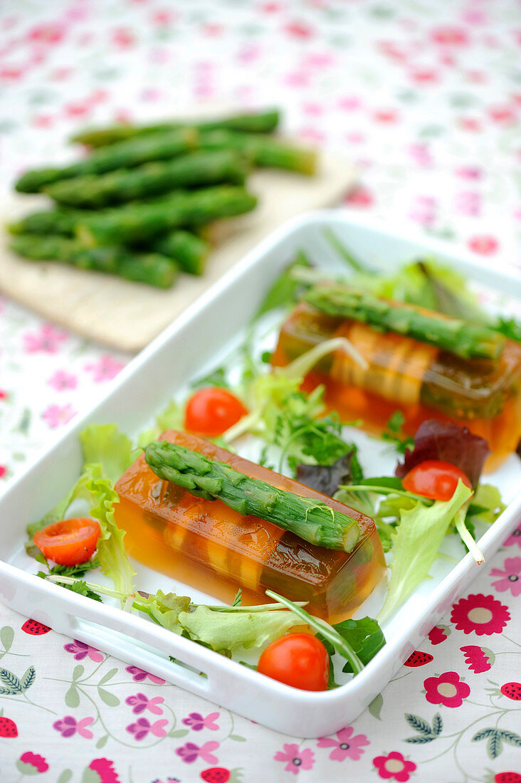Green asparagus aspics