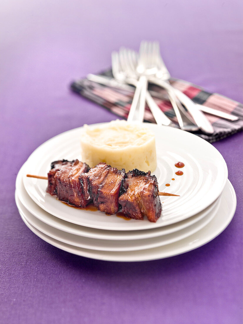 Caramelized veal spare rib brochette and mashed potatoes