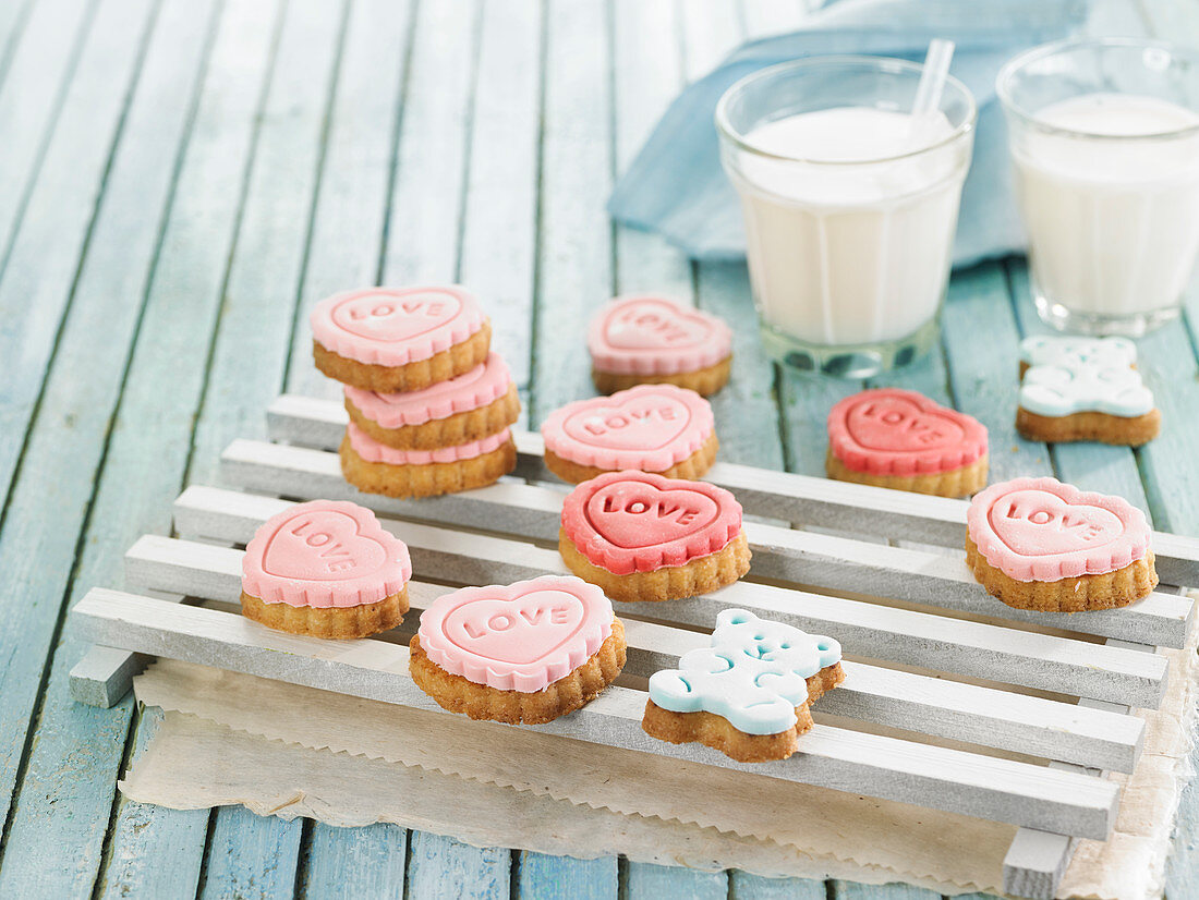 Rich tea biscuits decorated with icing sugar