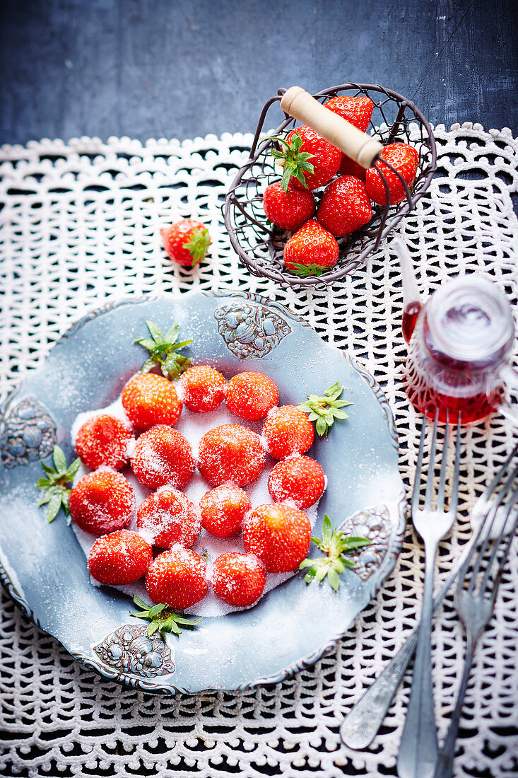 Strawberries with vinegar and sugar