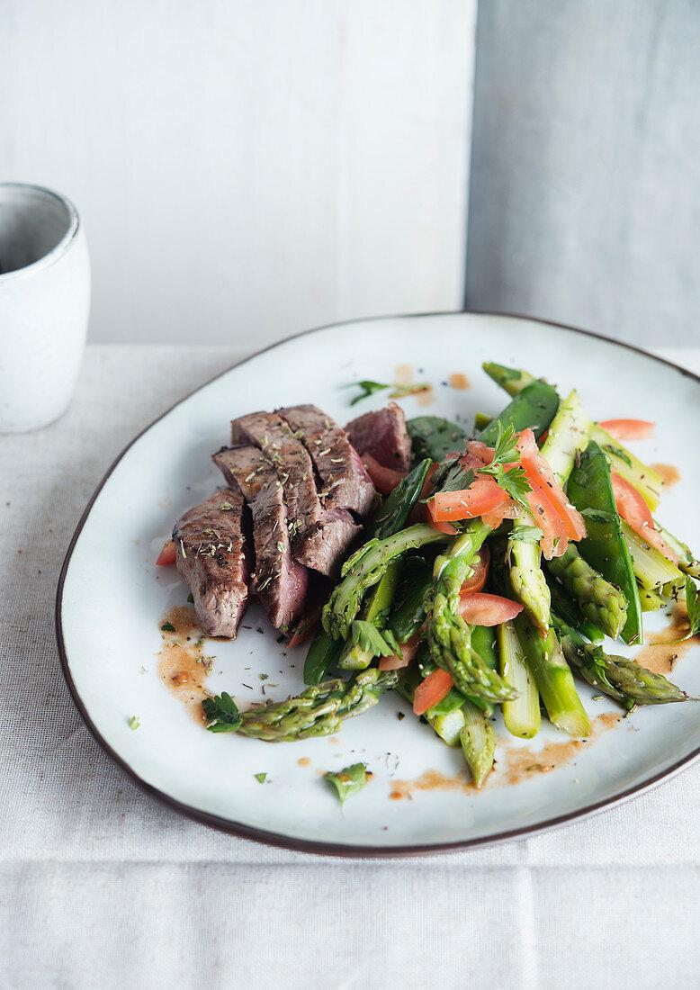 Steak asparagus tomato