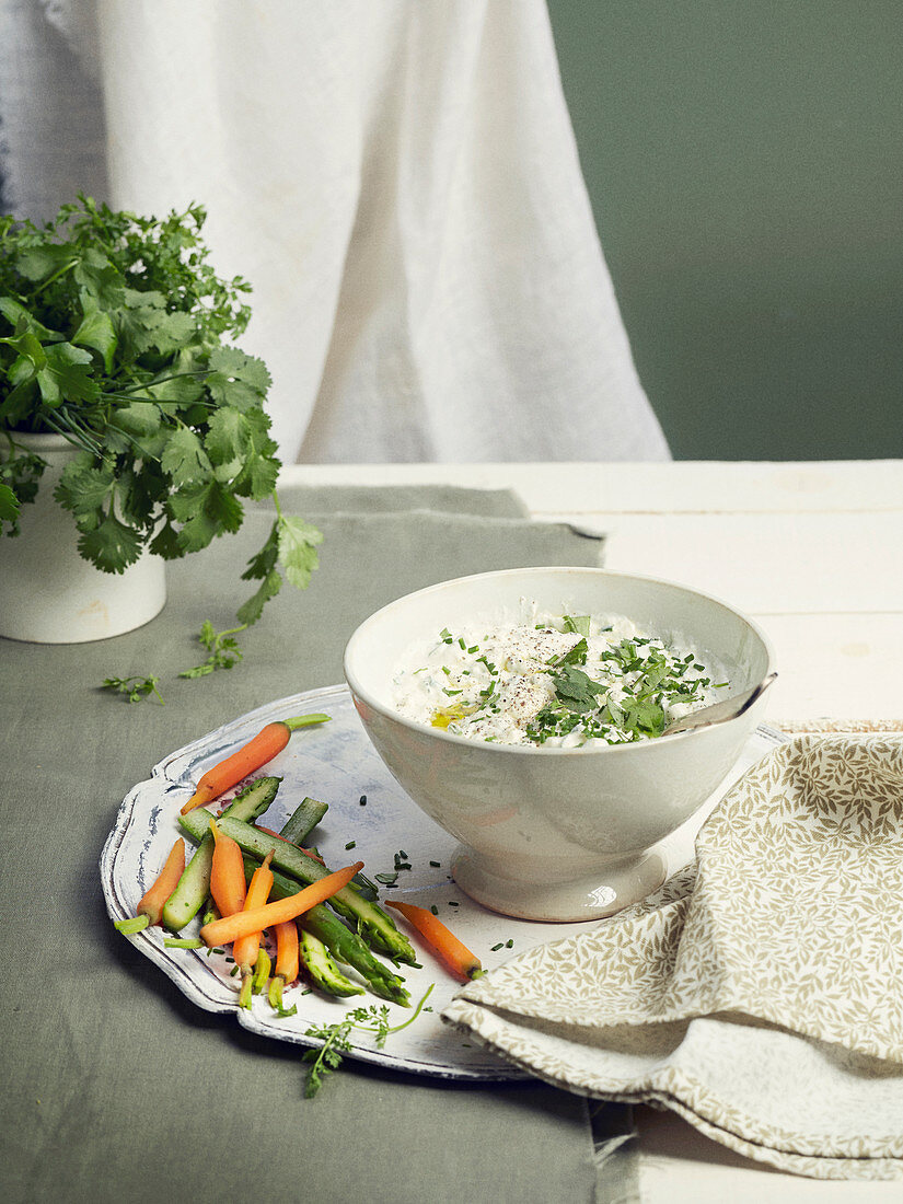 Crunchy vegetable dips with herb faisselle
