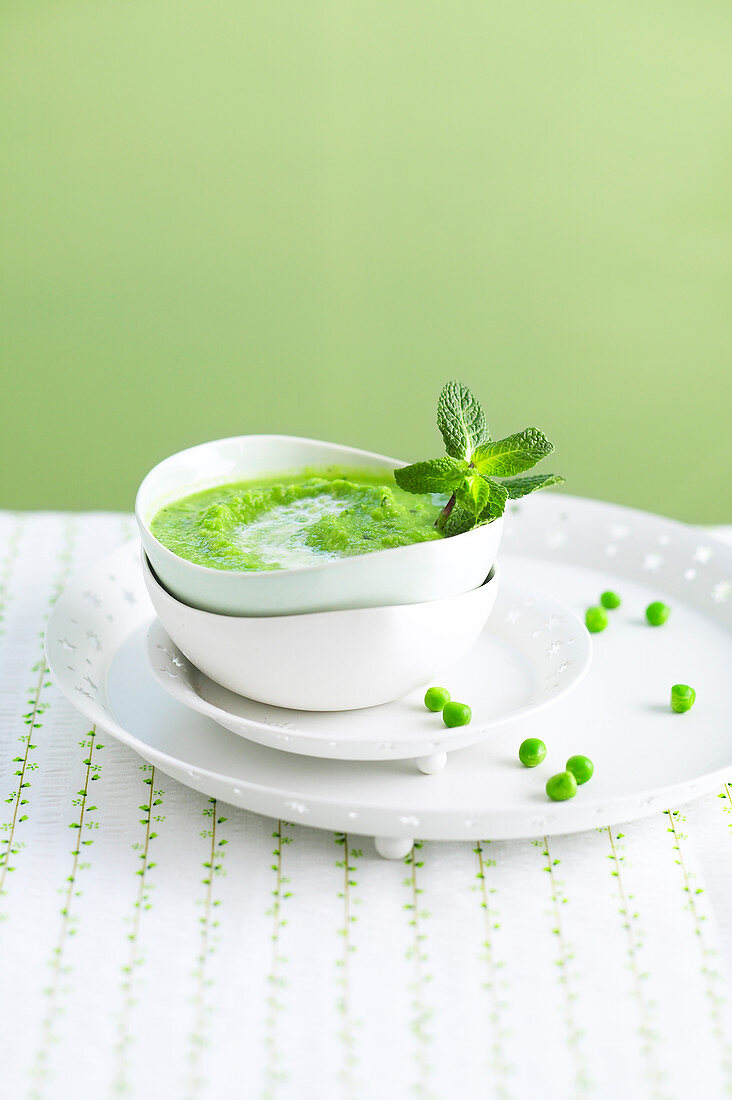 Chilled cream of pea and mint soup