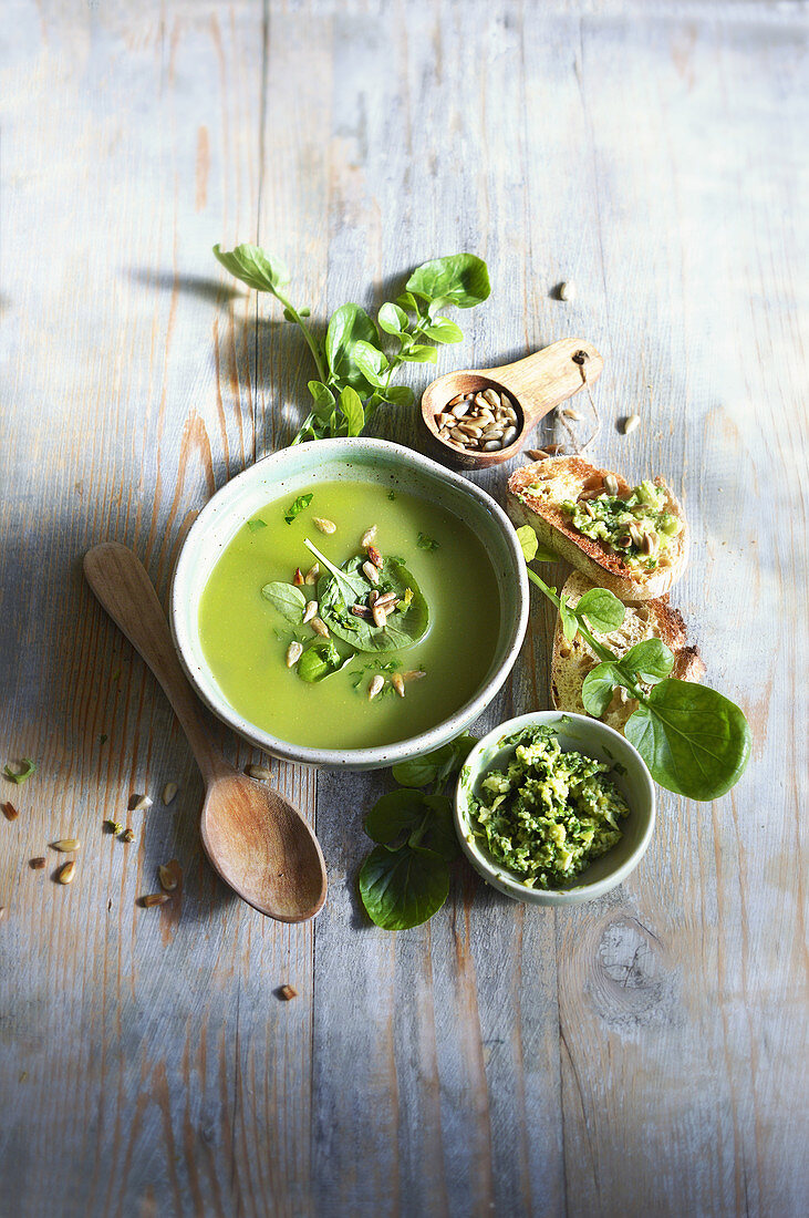 Velouté of watercress and pesto with sunflower seeds