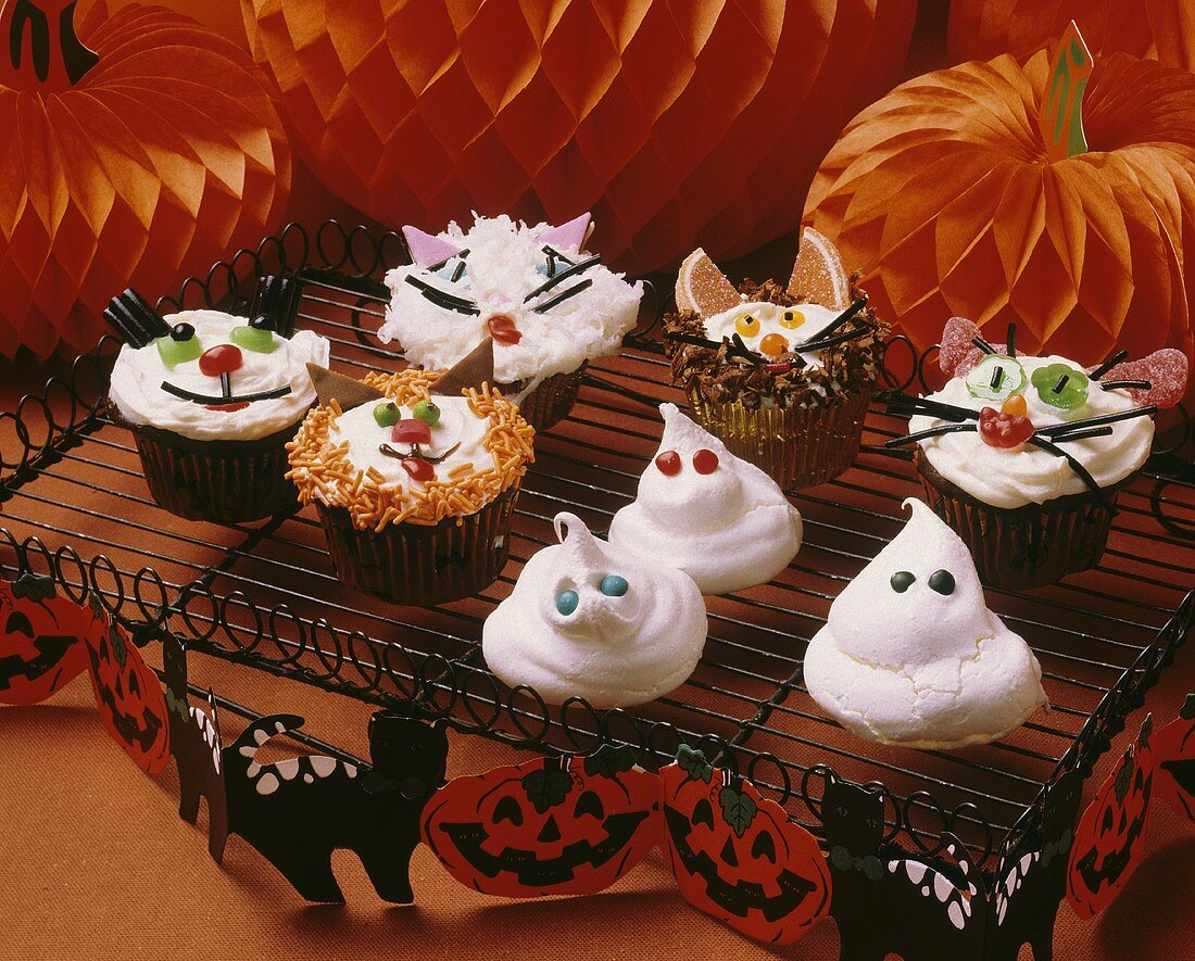 Decorated Halloween Cupcakes; Meringue Ghosts