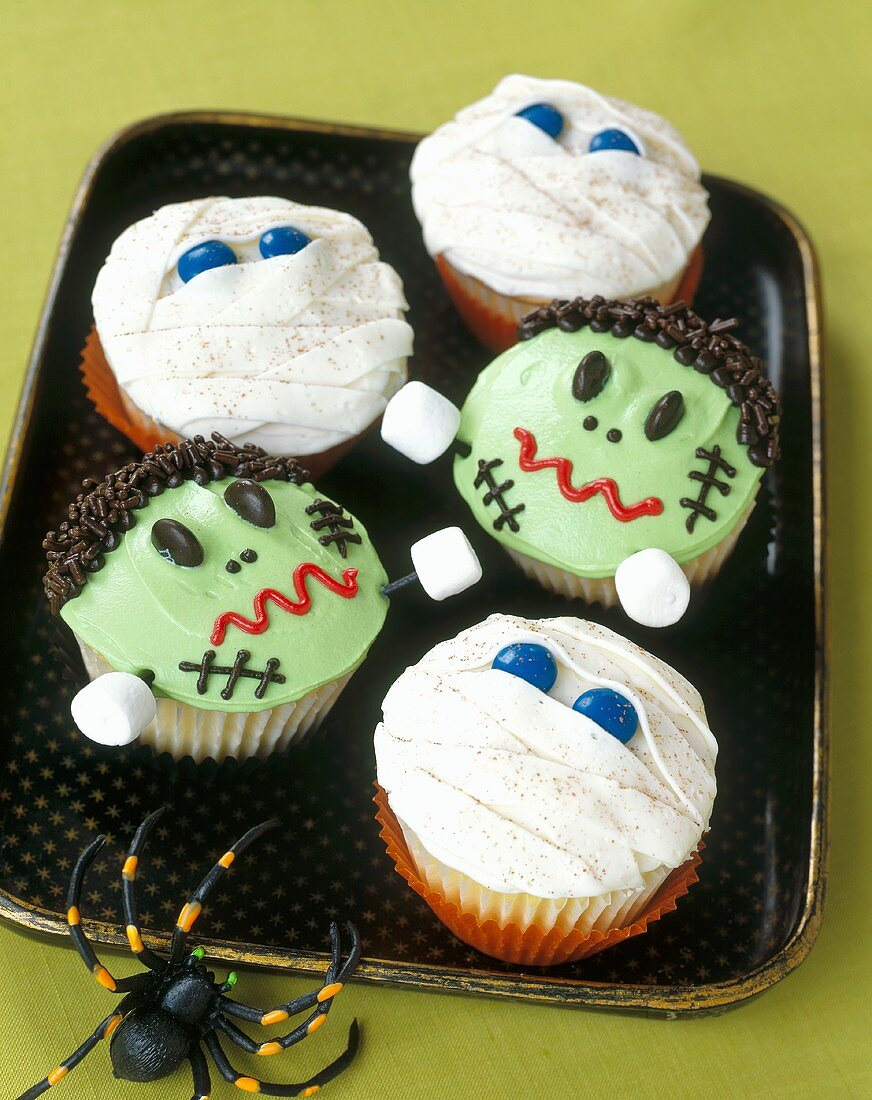 Frankenstein and Mummy Cupcakes for Halloween
