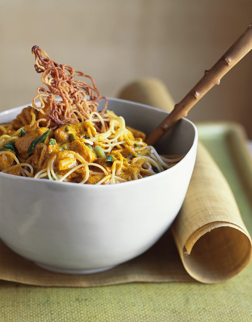 Chiang Mai noodles with chicken (Thailand)