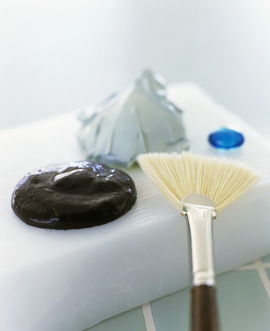 Face mask and brush to apply it