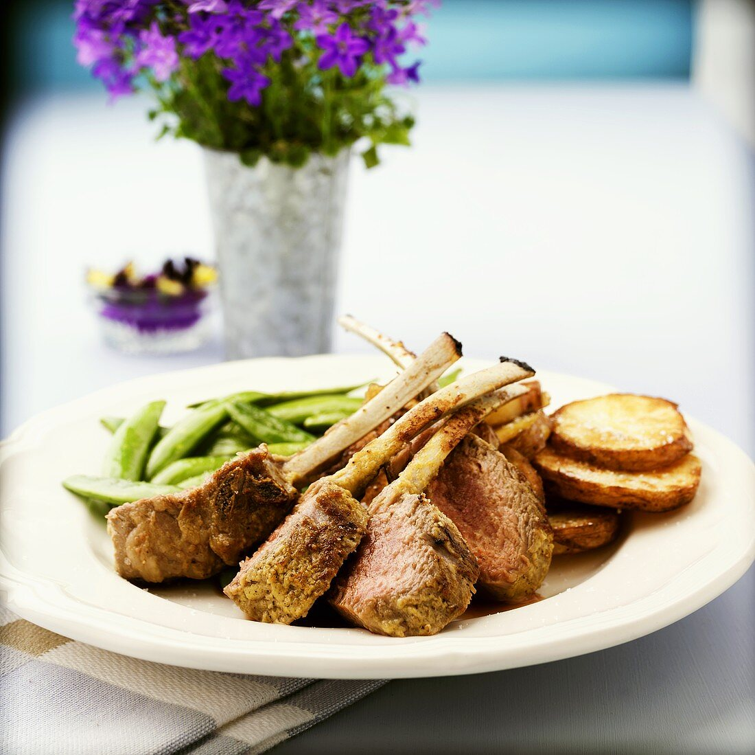 Lamb cutlets with pea pods and fried potato slices