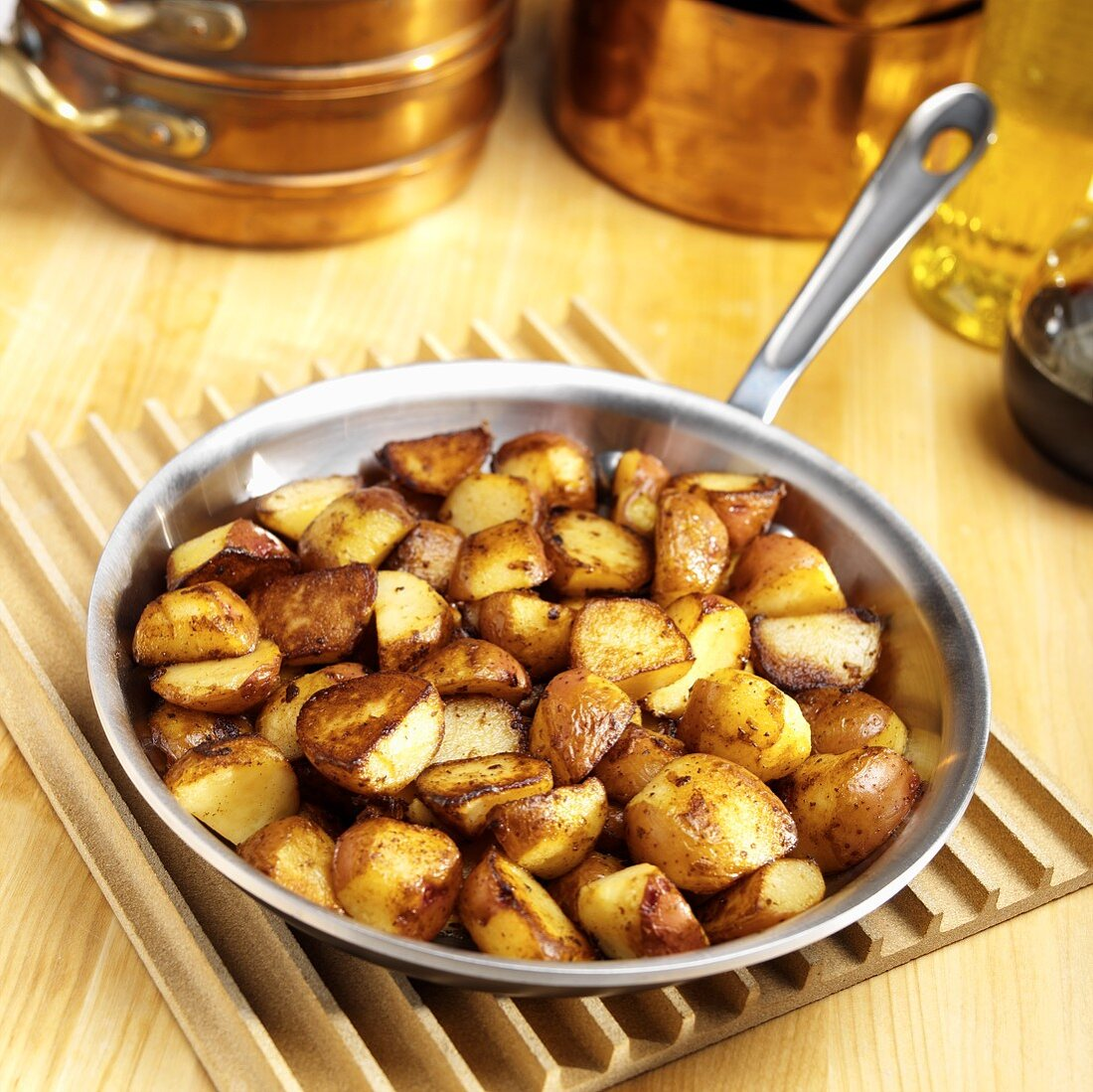 Fried potatoes in the frying pan