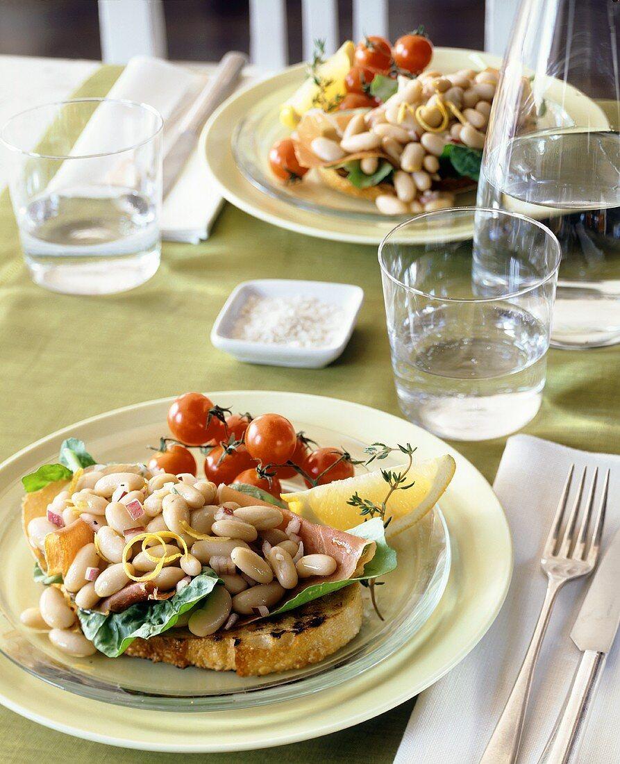 Bruschetta ai fagioli (Bruschetta with beans & ham)