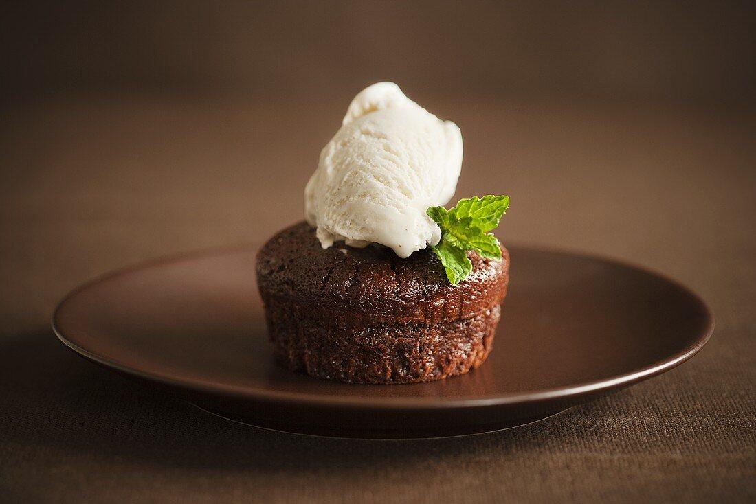 Schokoladenküchlein mit Vanilleeis