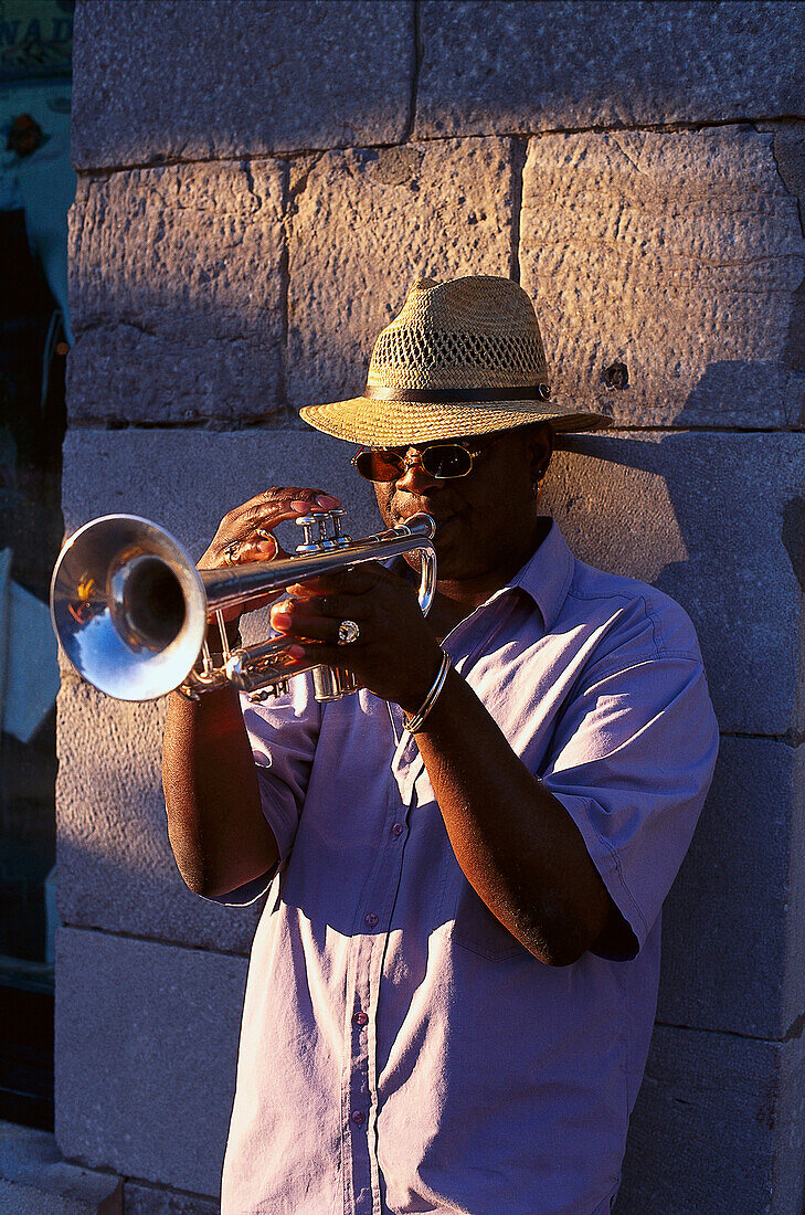 Trumpeter, Place Jaques Cartier, Montreal, Quebec, Canada, North America, America
