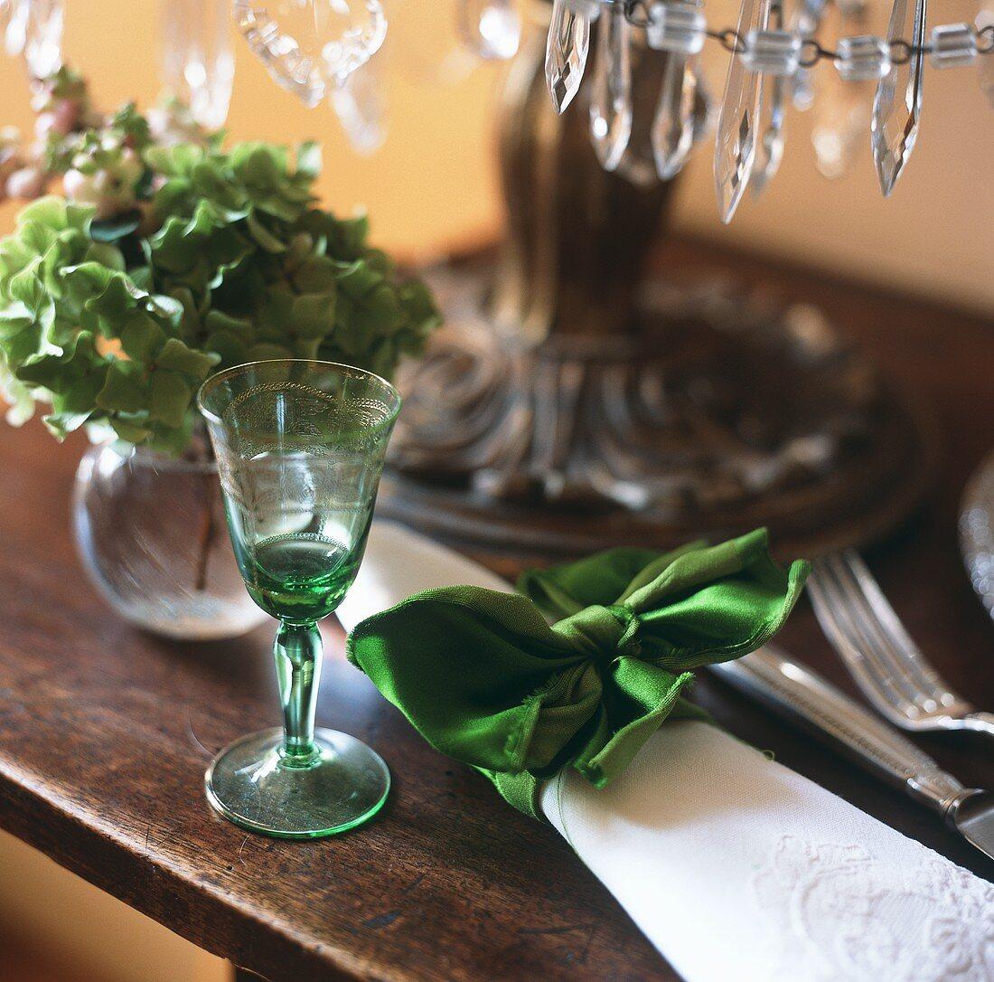 A white napkin tied with a velvet bow as a napkin ring