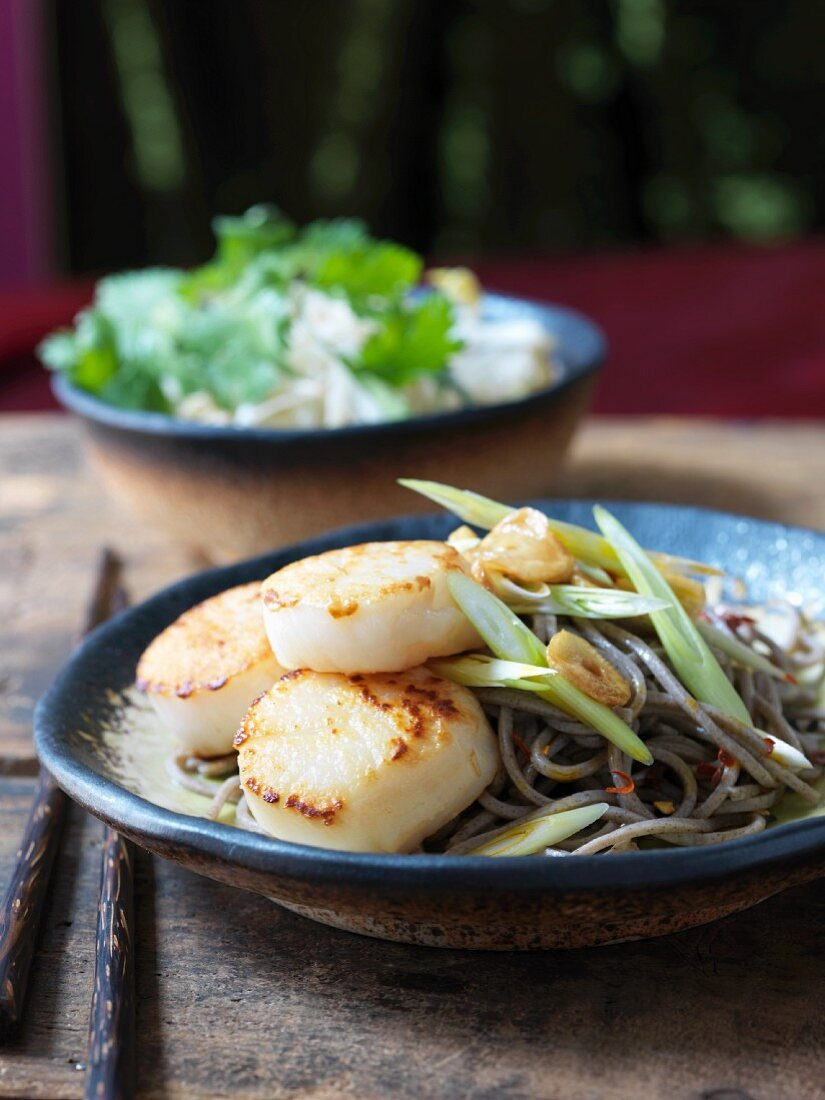 Fried scallops on pasta and lemon grass