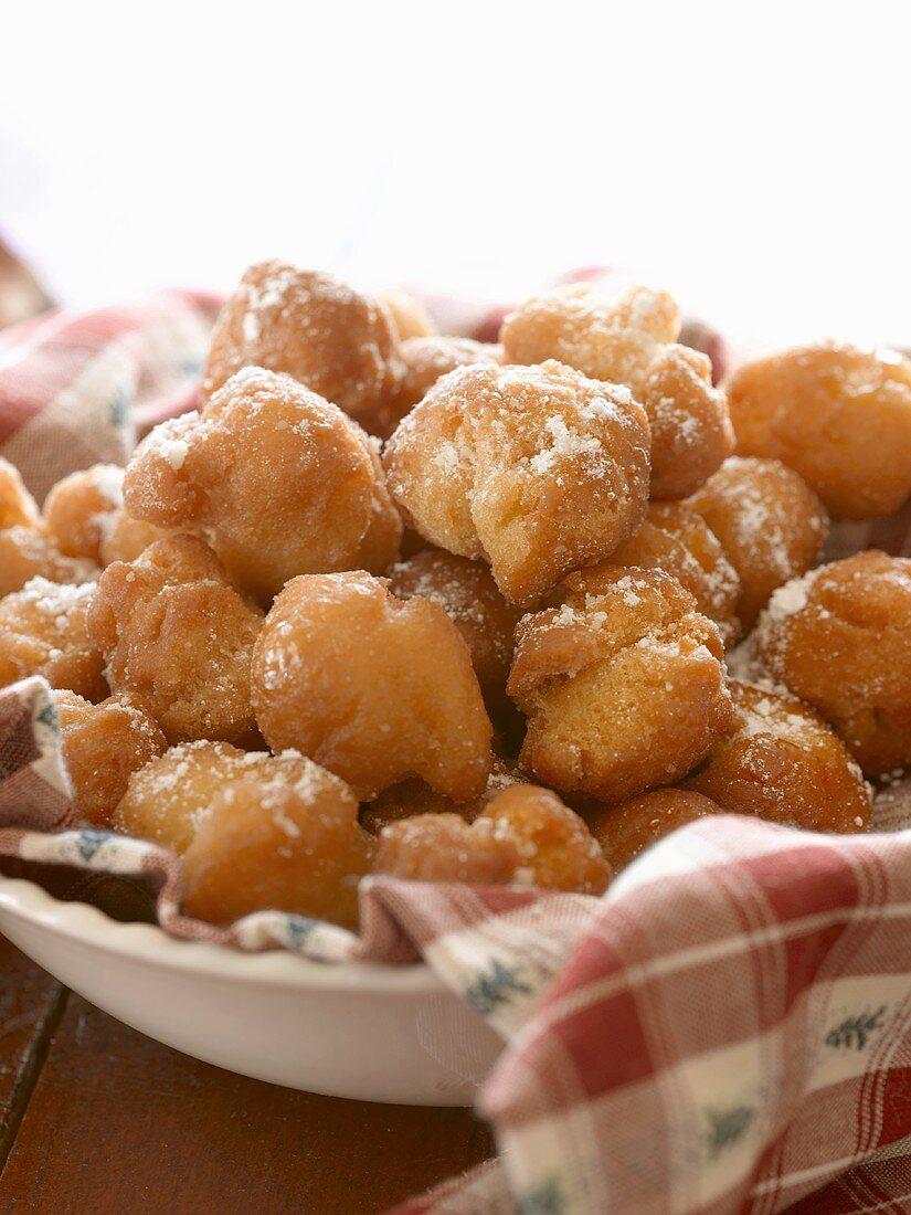Strufili: Italian Fried Dough Balls in Honey