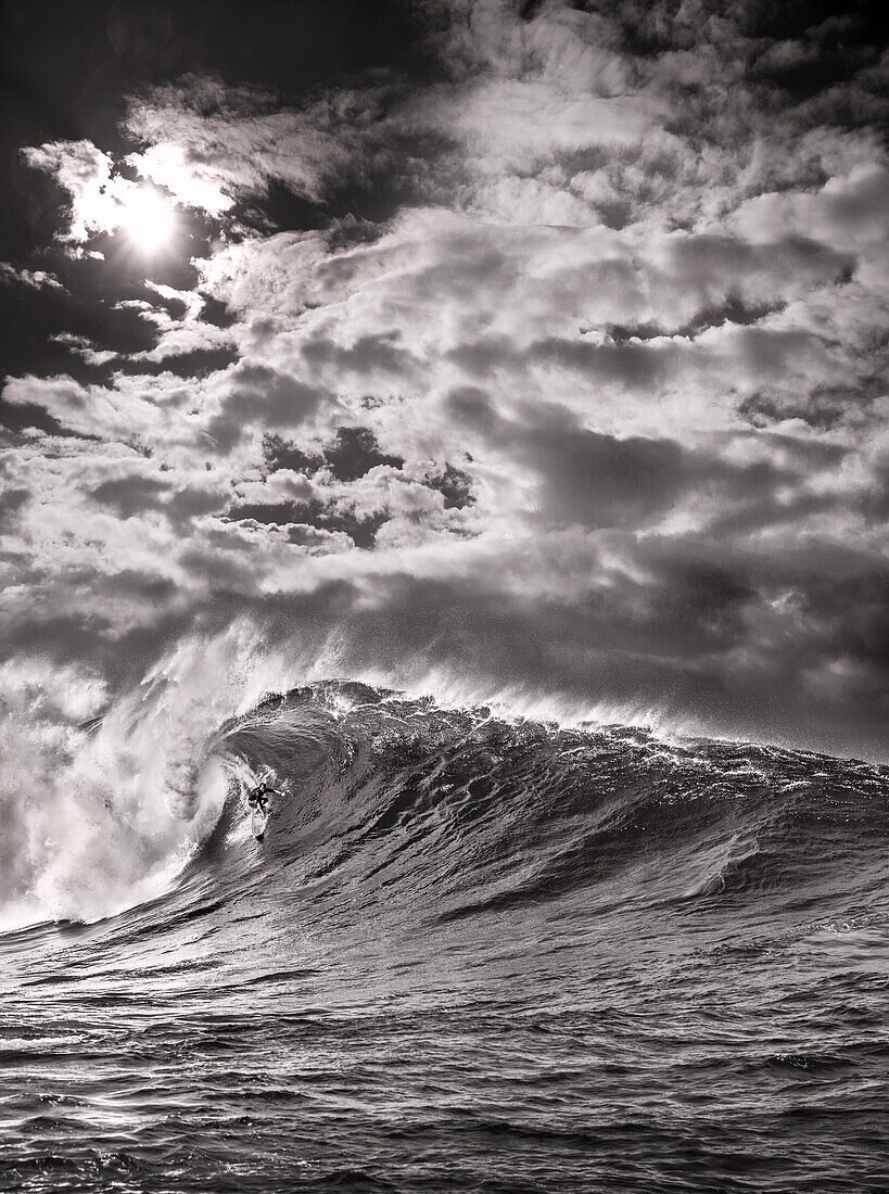 USA, Hawaii, Maui, surfer Mike Pietsch surfs a giant wave at Jaws, Peahi on Maui's North Shore
