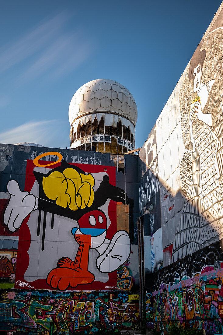 Street art and radar dome from the former radar station on Teufelsberg, Grunewald; Berlin; Germany;
