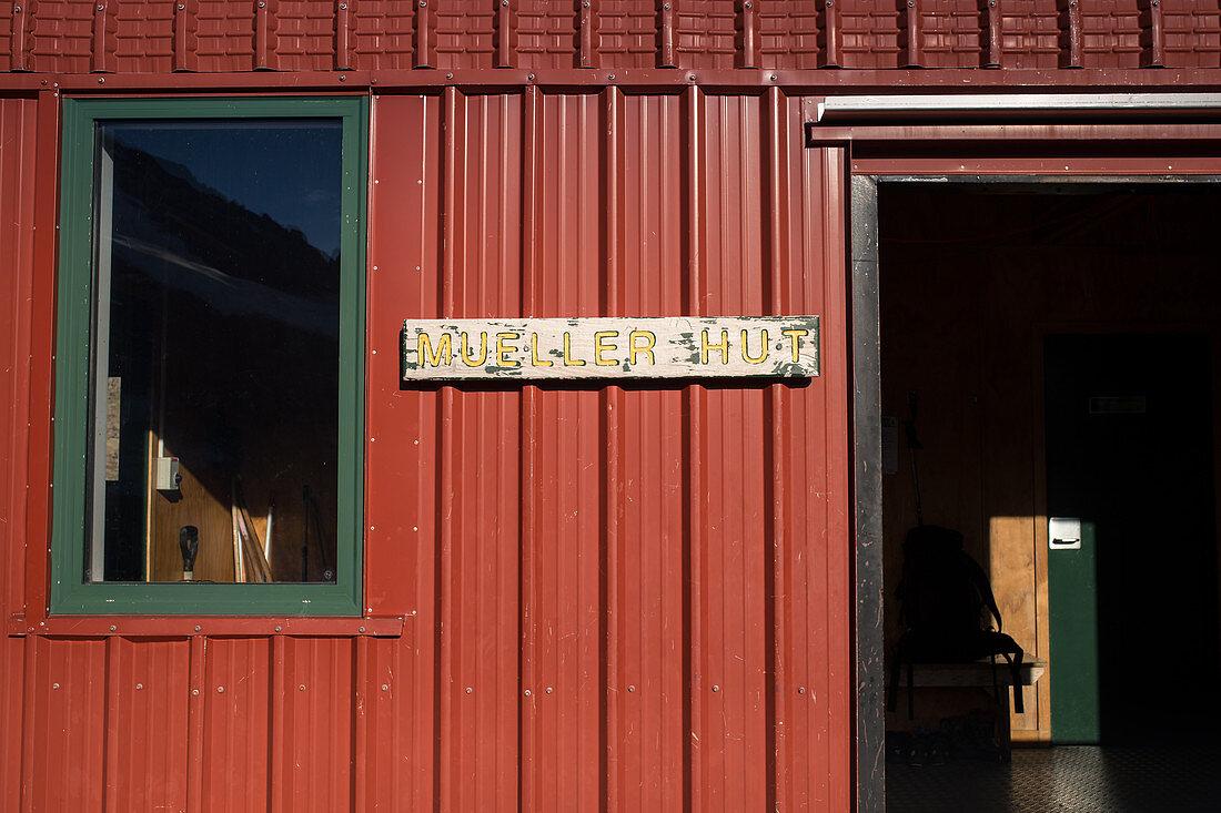 Eingang zur Mueller Hut im Aoraki Mount Cook Nationalpark in der Region Canterbury, Neuseeland