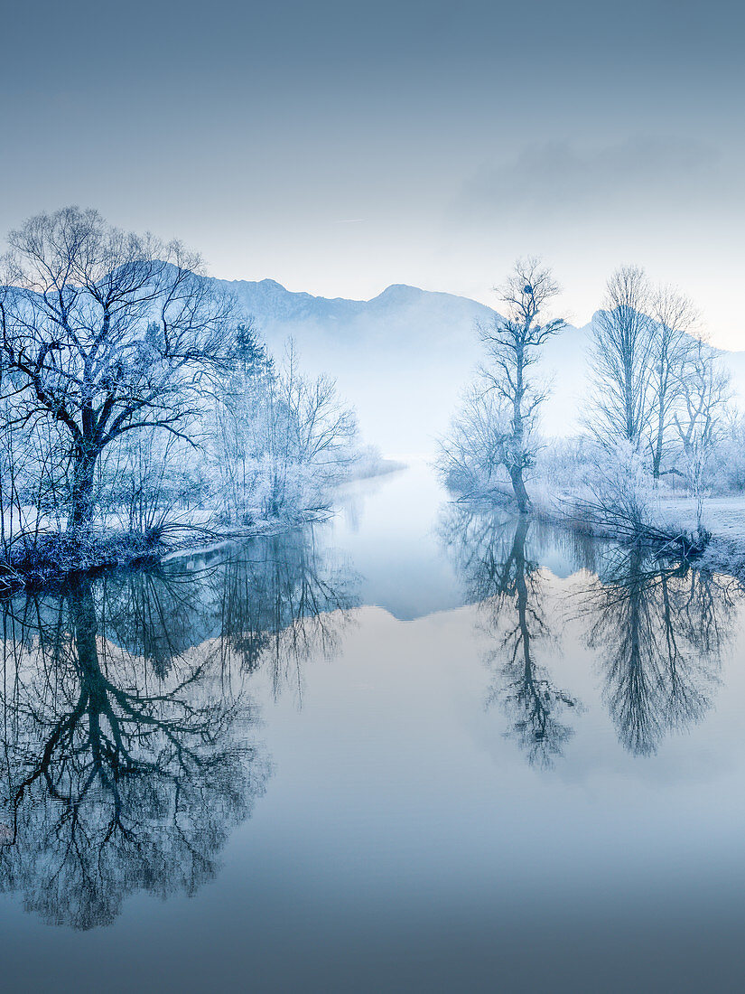 Loisach im Winter, Kochel, Bayern, Deutschland