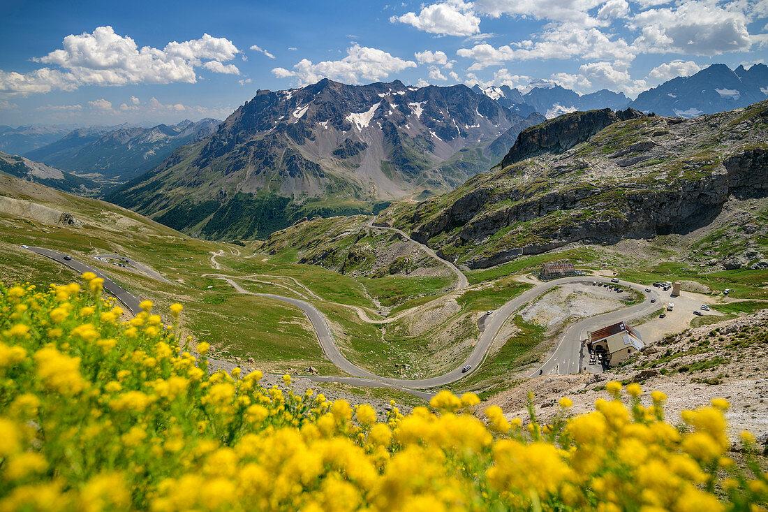 Tiefblick auf Passstraße des Col du Galibier, Col du Galibier, Hautes-Alpes, Savoie, Frankreich
