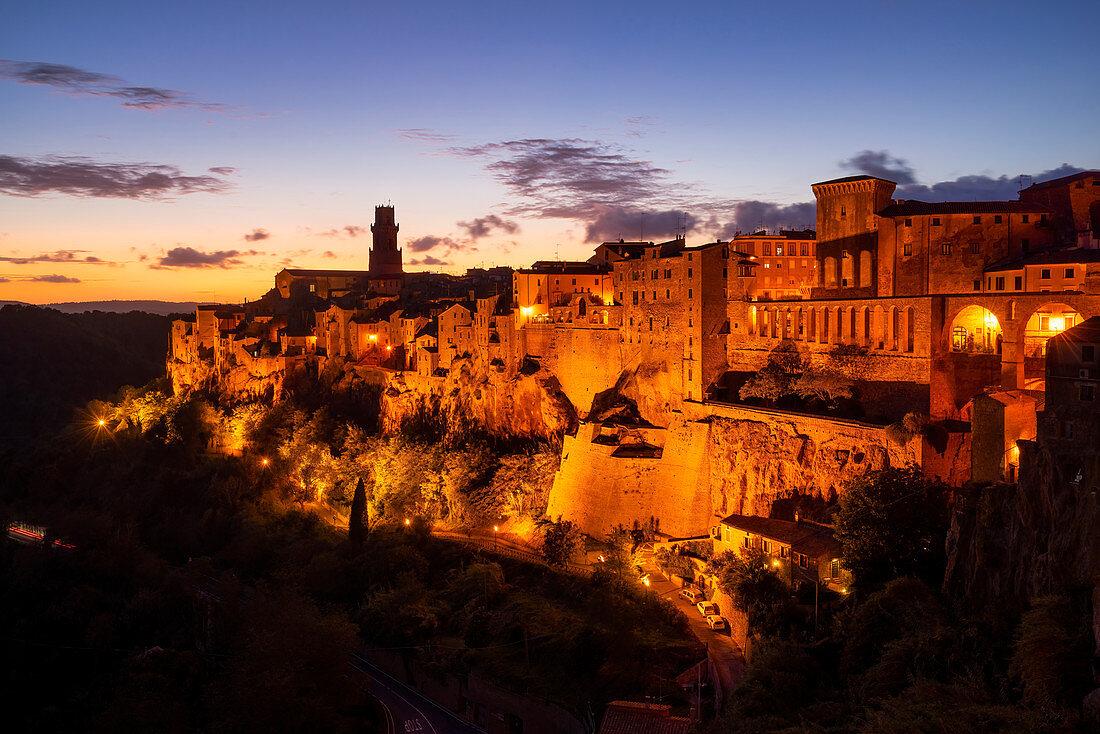 Abendstimmung in Pitigliano, Toskana, Italien