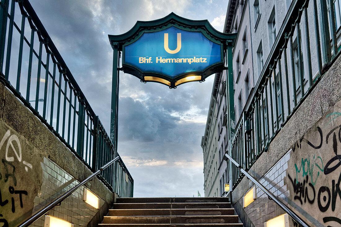 U-Bahn Hermannplatz, Neukölln, Berlin, Deutschland