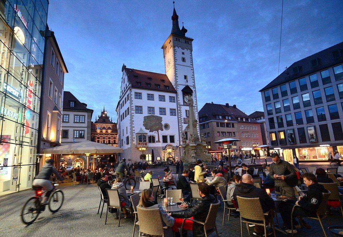 Abends am Rathausplatz, Würzburg, Unter-Franken, Bayern, Deutschland