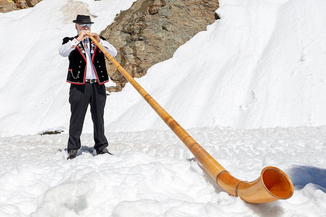 Alphorn blowers on Jungfraujoch, Valais, Switzerland
