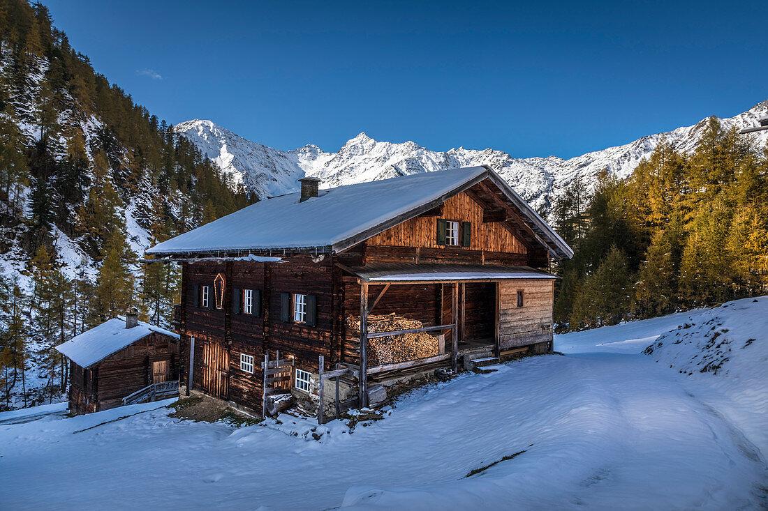 Alte Berghütte auf der Oberstalleralm im Arntal, Innervillgraten, Villgratental, Osttirol, Tirol, Österreich