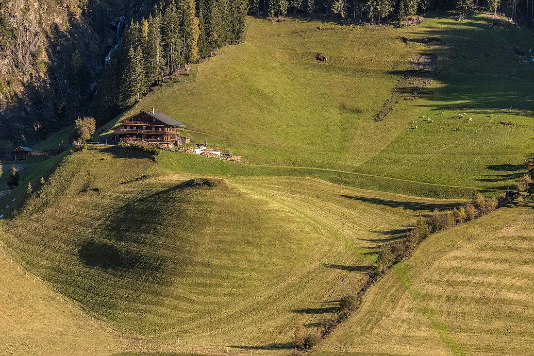 Alter Bergbauernhof in Außervillgraten, Villgratental, Osttirol, Tirol, Österreich