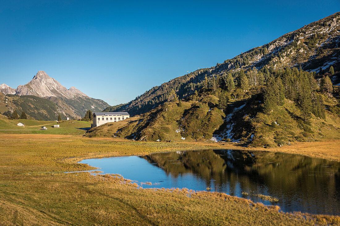 Kalbelesee mit Biberkopf (2.599 m), Arlberg, Warth, Vorarlberg, Österreich
