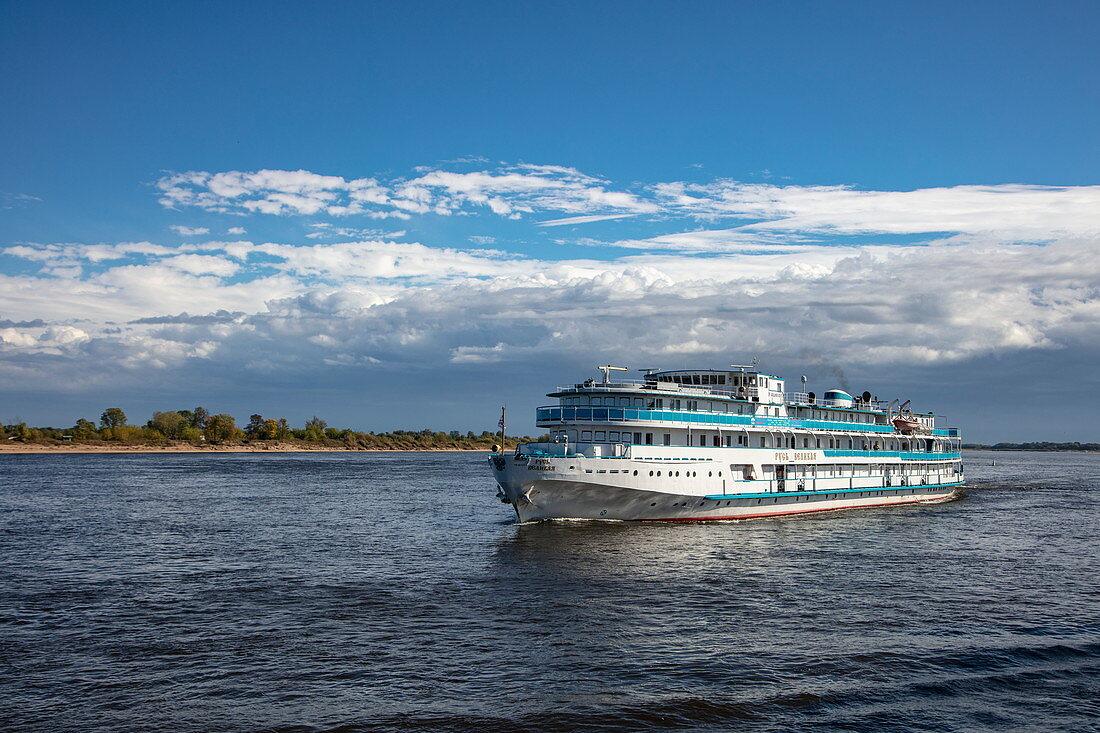 River cruise ship Grand Rus on Volga River, near Nizhny Novgorod, Nizhny Novgorod District, Russia, Europe