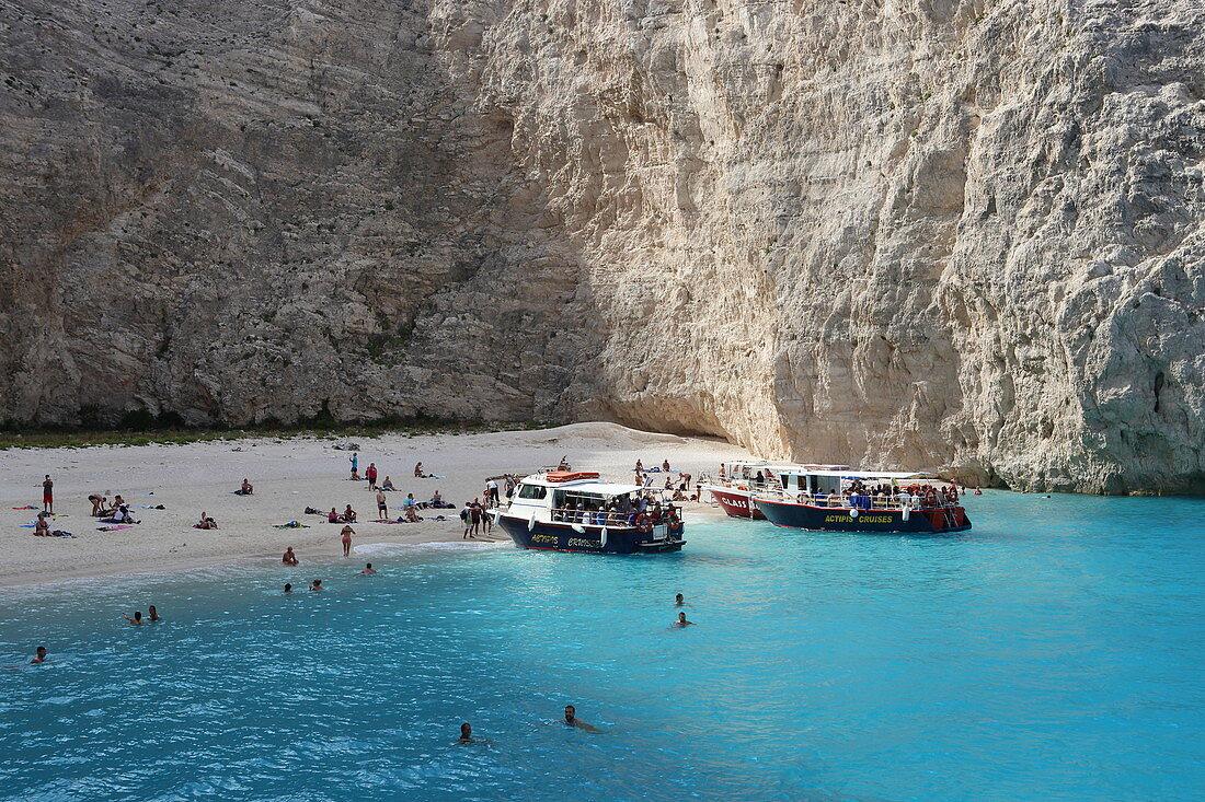 Der Shipwreck Beach an der Westküste ist ein Touristenmagnet. Er ist nur mit dem Boot zu erreichen, Insel Zakynthos, Ionische Inseln, Griechenland