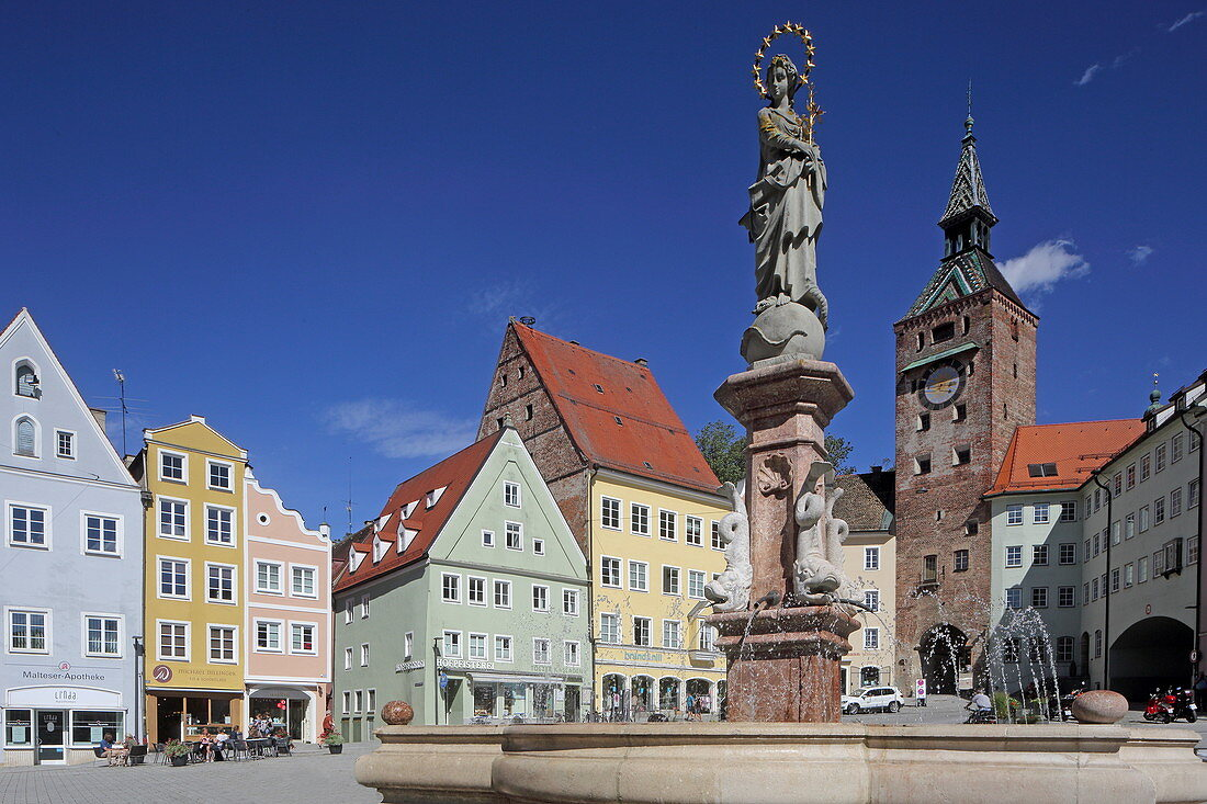 Marienbrunnen on the main square, in the background the Schmalzturm, Landsberg, Bavaria, Germany