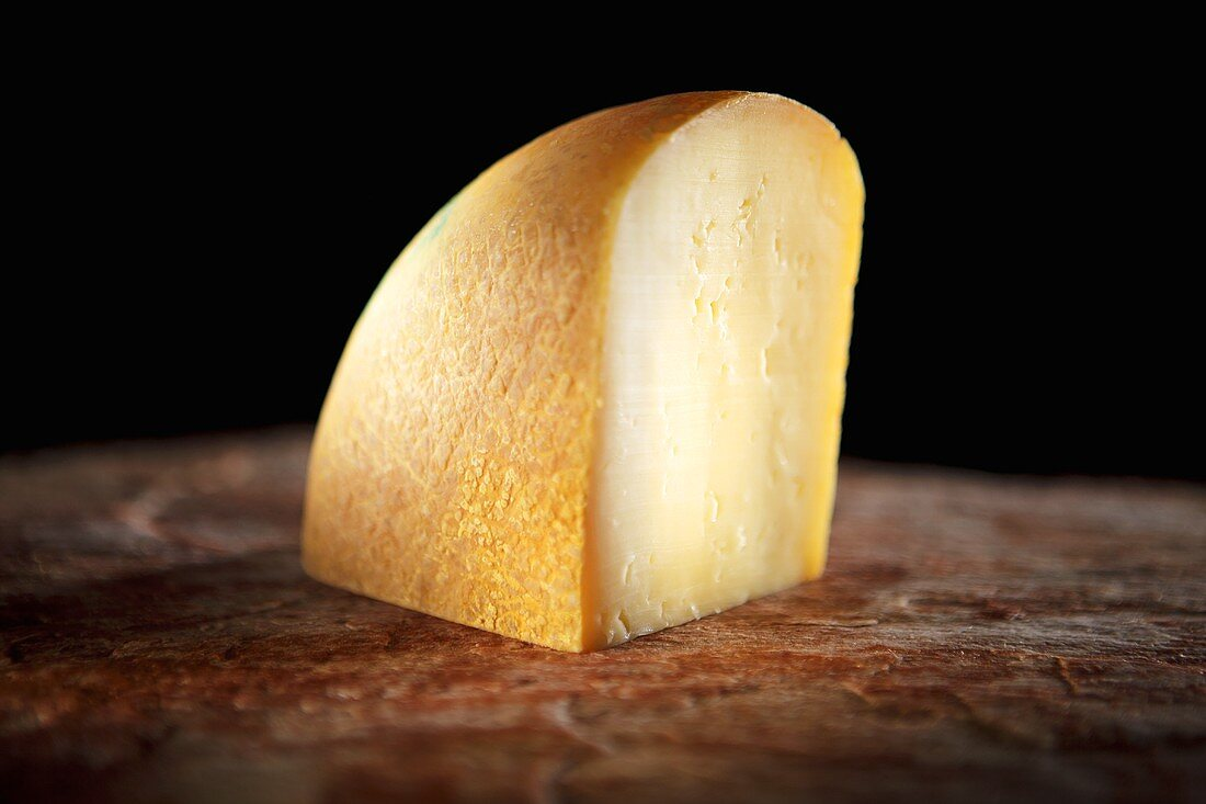 Jacchenau beer cheese, semi-soft slicing cheese
