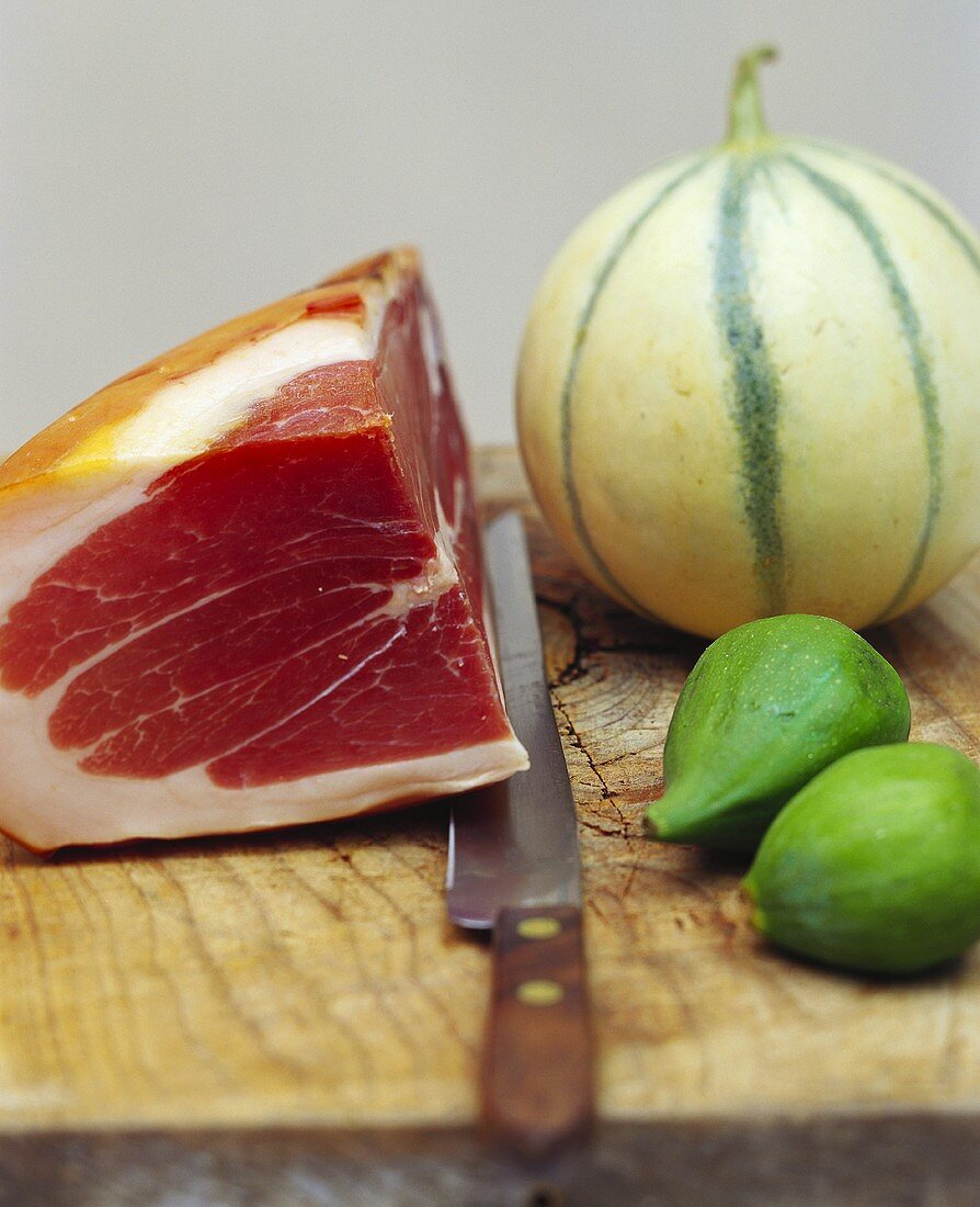 Raw ham, melon and figs