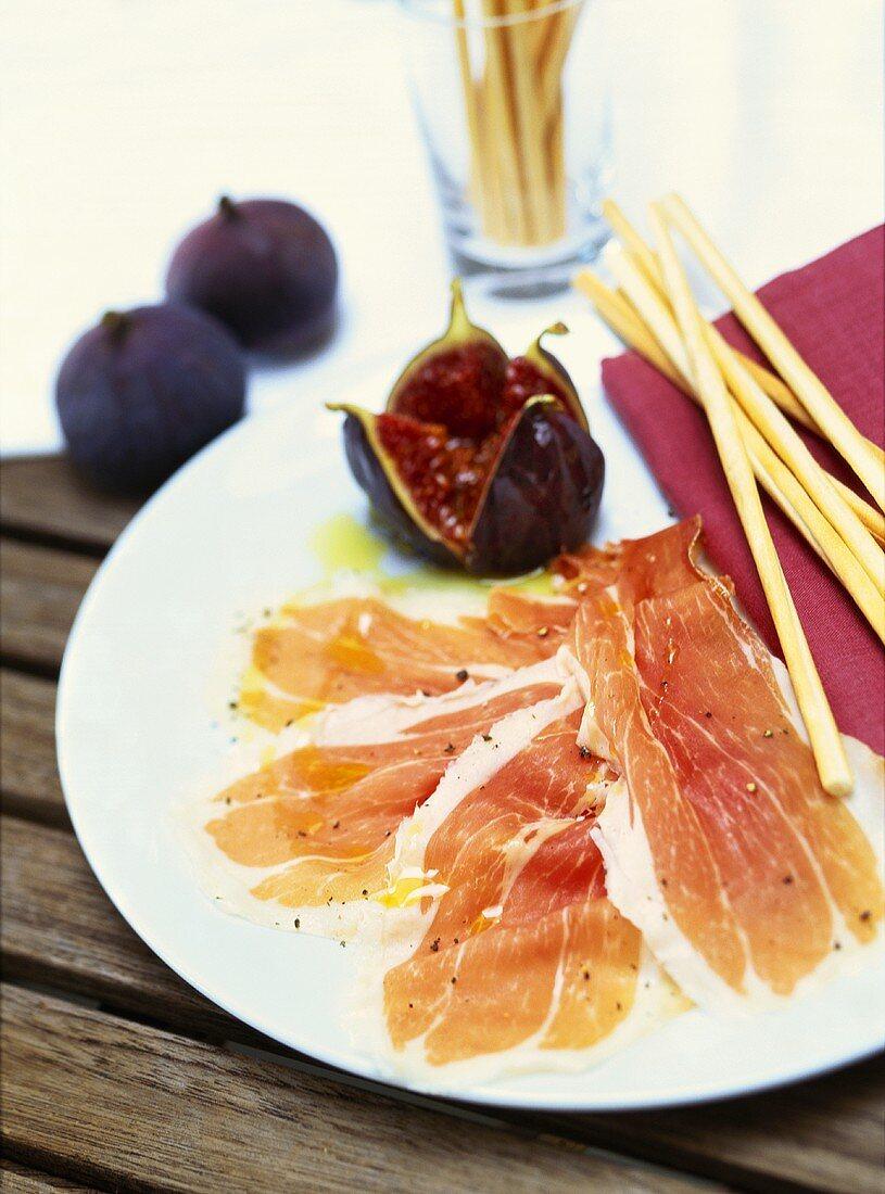 Prosciutto e fichi (San Daniele ham with figs, Italy)
