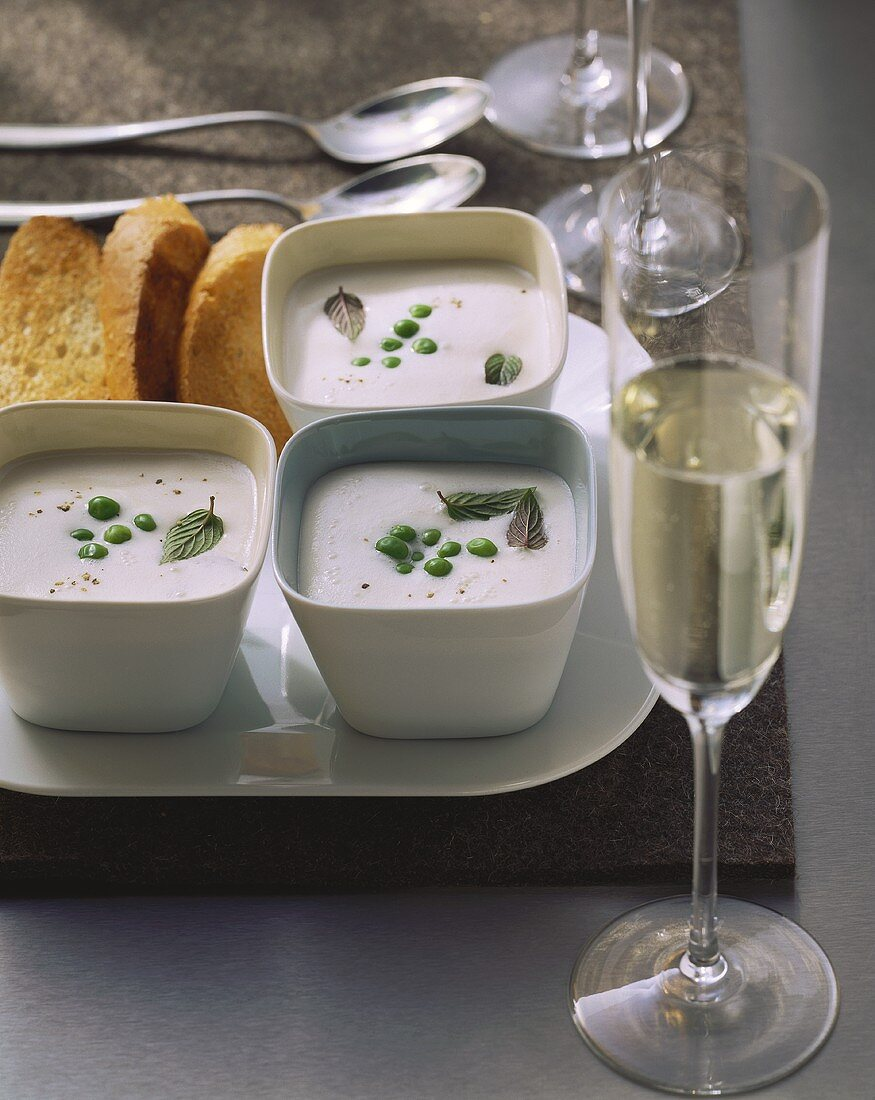 Prosecco soup with peas