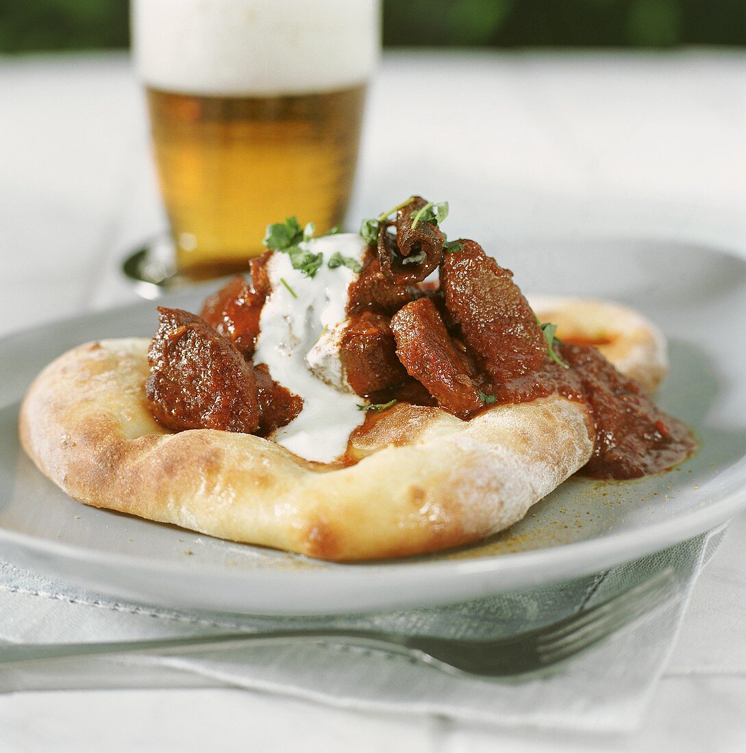 Curried elk meat with Indian naan bread