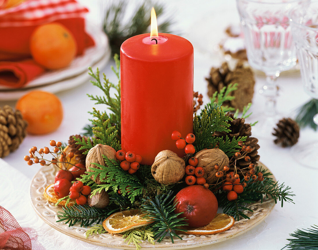 Advent arrangement with red candle