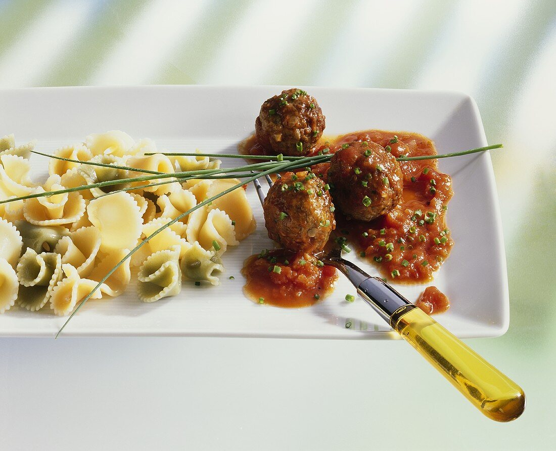 Mixed cappelletti with meatballs and tomato sauce