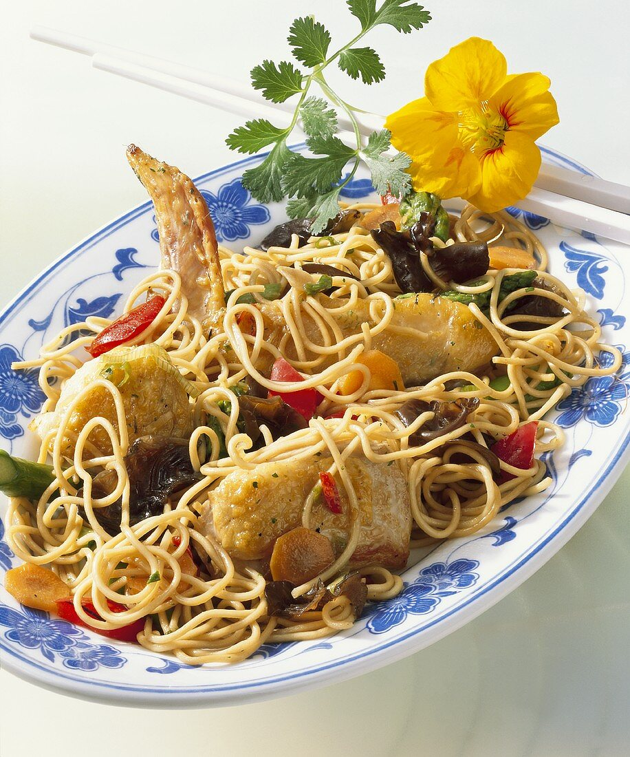 Guinea-fowl with egg noodles cooked in wok