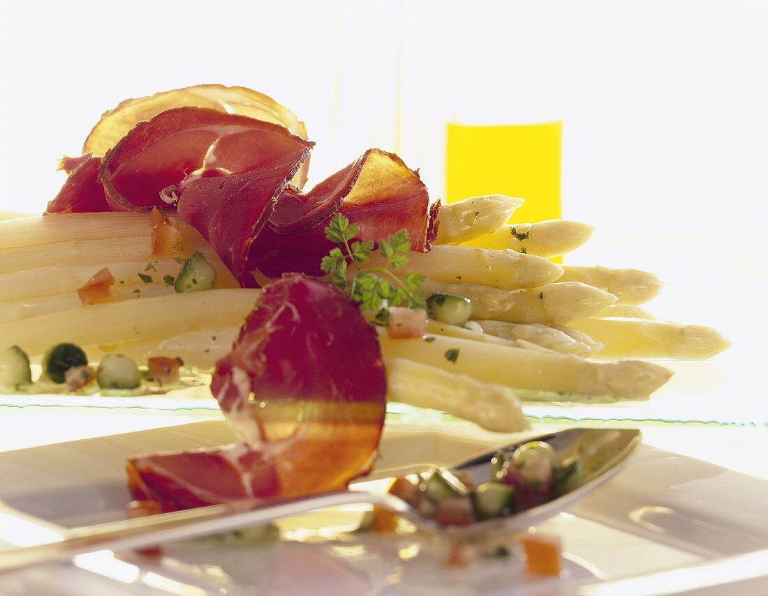 Asparagus salad with wild boar ham